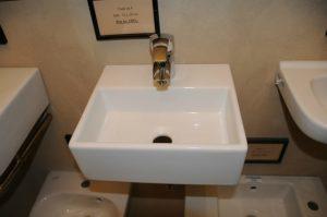 Vask 4 - Mål: 32x28 cm Pris: Kr. 1.995,- Også egnet som lille hjørne vask