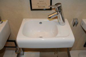 Vask 5 - Mål: 37x23,5 cm Pris: Kr. 1.595,- Fåes også med hanehul til venstrevelegnet som lille hjørne håndvask